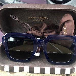 Henri Bendel Joey frame BRAND NEW sunglasses